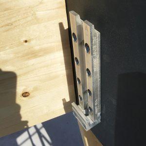 Holz-Metallanschluss
